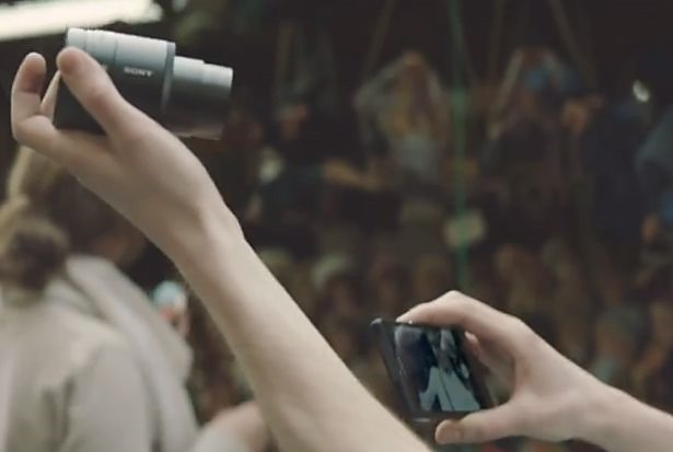 Sony、レンズスタイルカメラ『DSC-QX10』『DSC-QX100』の10/25国内発売を発表