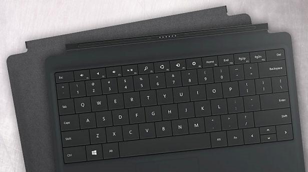 日本マイクロソフト、Surface用「パワーカバー」「カーチャージャー」4/11発売を発表