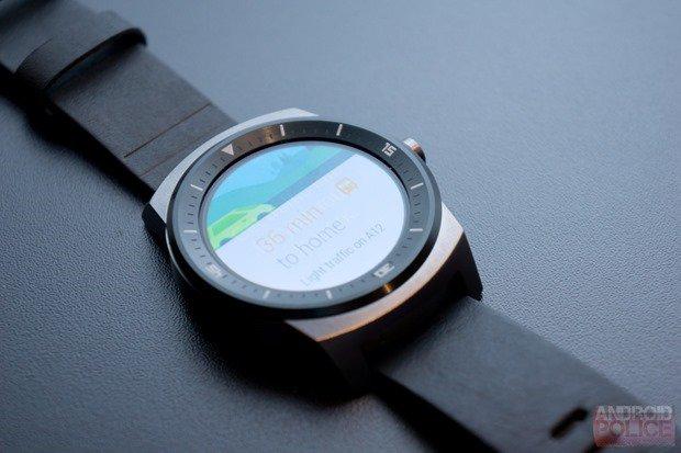 円形スマートウォッチ『LG G Watch R』の背面や充電ドック、質感が明らかに #IFA2014
