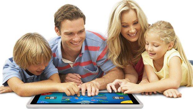 スタンド付きで2人プレイ対応24型Androidタブレット『nabi Big Tab HD』シリーズのスペックと価格