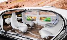 未来すぎるメルセデス・ベンツの自律走行車『F 015』が公道で目撃される