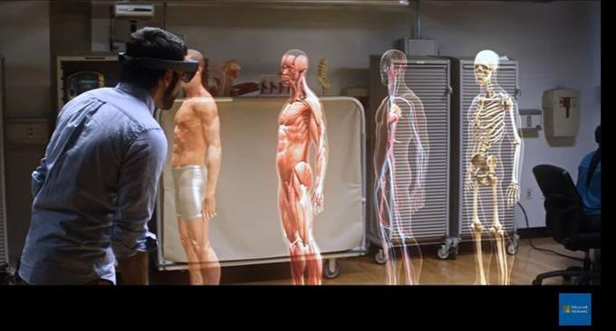 Microsoft-HoloLens_01