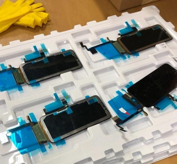 leaked_photos_claim_to_show_iphone_x_plus_display_and_digitizer.01