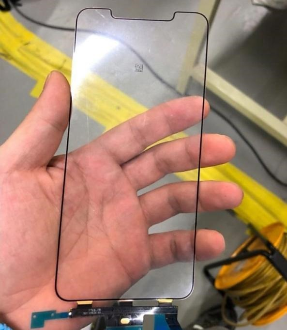 leaked_photos_claim_to_show_iphone_x_plus_display_and_digitizer