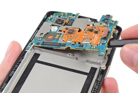Nexus 5 分解レポート、通信チップは「WTR1605L」―iFixit