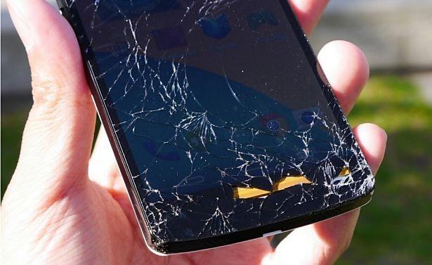 Nexus 5 の落下テスト動画、耐久性チェック