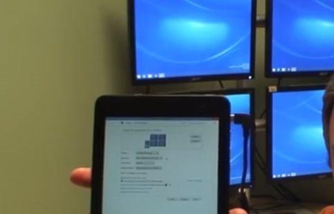 Venue 8 Pro、有線で映像出力する様子が撮影される