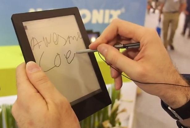 Netronix、ワコムデジタルペン対応のE-InkディスプレイAndroid電子書籍リーダーを披露―動画ほか