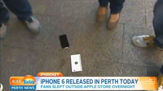 TVインタビュー中、一度も触れずに『iPhone 6』落下テストが実行される―放送事故