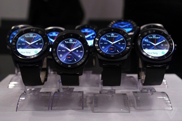 au、『LG G Watch R』を12月初旬より発売開始―海外価格とスペック表