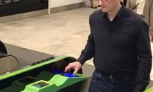 Tim Cook CEOがJR改札をApple Payで通過、電子決済できるサービス・店舗