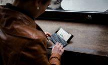 5.9型『Gemini PDA』に日本語かな印字モデルが登場、家電量販店で3/9より発売
