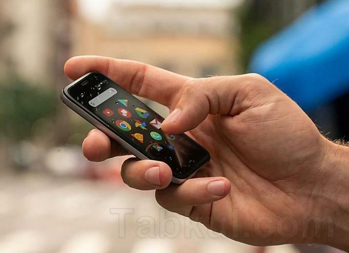 Palm-Phone.01