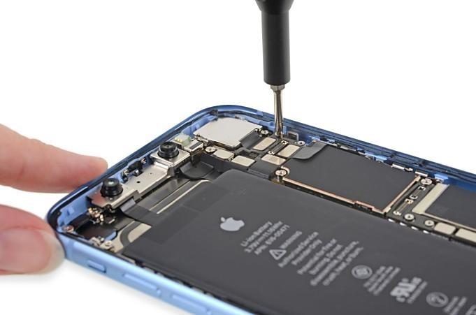 iPhone-XR-TearDown-ifixit