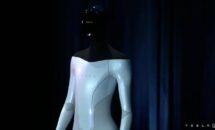テスラ、人型ロボット「Tesla Bot」開発・2022年公開へ