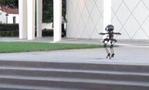 歩いて飛べる二足歩行ロボット「LEONARDO」の動画を公開(カリフォルニア工科大学)